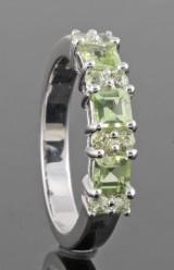 Green peridot ring approx. 1.00ct