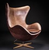 Arne Jacobsen. 'Det gyldne æg'. Model 3316. Jubilæumsmodel, nummer 767/999