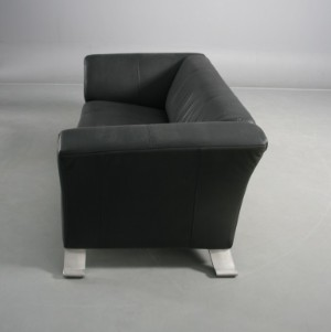 rolf benz 2 sitzer ledersofa modell 322 schr ge alu f e. Black Bedroom Furniture Sets. Home Design Ideas