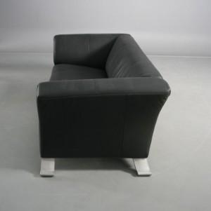 rolf benz 2 sitzer ledersofa modell 322 schr ge alu f e. Black Bedroom Furniture Sets. Home Design Ideas
