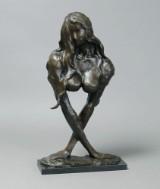 Broncefigur i form af kvinde