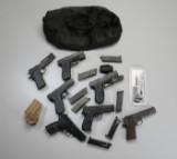 Samling af hardball pistoler og magasiner samt taske