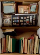 2 flyttekasser med danske og udenlandske frimærker