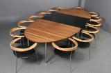 Konferencebord med fjorten stole. Vibeke Maj Magnussen & Claus Boye Petersen. Inigo Design