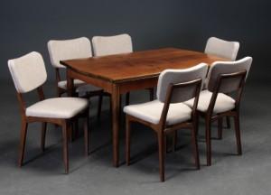Skandinavisk møbelproducent. Spisebord med hollandskudtræk af nød ...