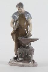 Bing & Grøndahl. Porcelænsfigur, 'Smeden'.