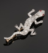 Diamond brooch, gold and white gold, lizard, total approx. 3.20 ct. 20th century-first half