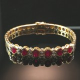 A ruby bracelet with brilliant cut diamonds in bicolor