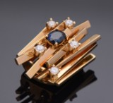 Ole Lynggaard. Unique gold clasp with sapphire and diamonds