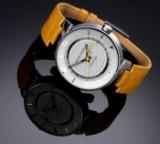Louis Vuitton 'Tambour GMT'. Herreur i stål med sølvfarvet skive med dato, 2010'erne