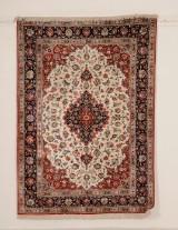 Signeret persisk Qum silke tæppe, 200x140 cm.