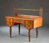 Skrivebord af nød og nødderod med opsats, Christian VIII-stil