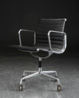 Charles Eames. Armstol/office chair, black leather