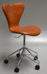 Arne Jacobsen. Office chair, model 3117, reupholstered in aniline leather
