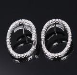 Et par moderne italienske ovale brillantørestikker af 18. kt. hvidguld