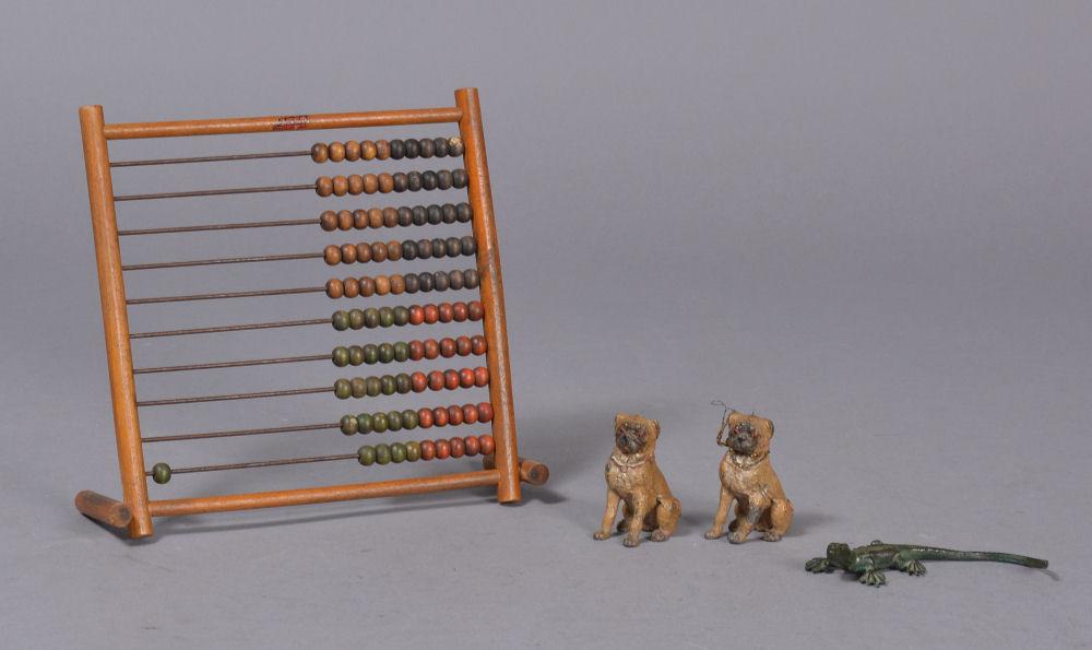 Lego. Kugleramme samt mops figurer / firben - LEGO. Kugleramme samt mops / pug figurer i Wiener Bronze stil & firben, alle tre af bemalet tin / bly, H. 22, B. 24, D. 1 cm. & H. 2-6,5 cm. Brugsspor