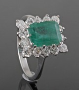 Diamond and emerald ring in 18kt. approx. 0.70ct
