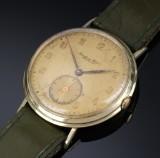 IWC Schaffhausen. Large vintage men's wristwatch in 14 kt. gold case, c. 1941