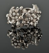 Ole Lynggaard. Flower ring with diamonds