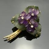 Blumenbrosche mit Diamanten