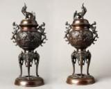 Paar Chinesische Bronzefiguren mit Fo-Hund Bekrönung Weihrauchbrenner / Räuchergefäß, 19. Jh. (2)