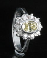 18kt diamond fancy yellow ring approx. 0.60ct, cert. included
