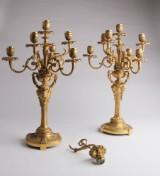 Et par franske kandelabre af forgyldt bronze. Ca. 1900. (2)
