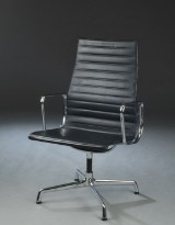 Charles Eames. Konferencestol, sort læder, model EA-109