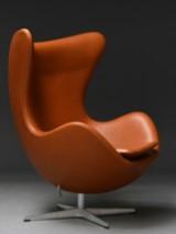 Arne Jacobsen : Hvilestol med vippefunktion 'Ægget' - 'Elegance' læder. 'Brown Label' fra 2014
