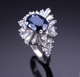A sapphire and diamond rosette ring, 18 kt. white gold, 20th century-second half