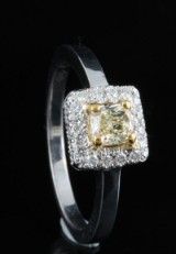 Ring in 18k set with brilliant cut diamonds 0.70ct
