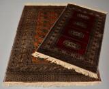 To orientalske tæpper, 180 x 127 og 157 x 93 cm. (2)