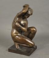 Bronzefigur 'Nøgenstudie af siddende kvinde'