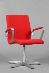 Arne Jacobsen. Oxford office chair, model 3271, red Tonus wool from Kvadrat