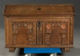Kiste med udskåret dekoration, egetræ 1700-tallet
