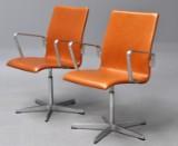 Arne Jacobsen. Par armstole, model 3273 / Red Label 'Oxford' (2)