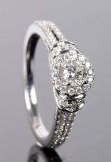 Vera Wang. Diamantring, 14 kt hvidgild, 1.00 ct