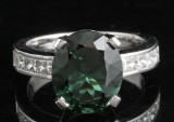 Diamond and peridot ring in 18kt approx. 0.85ct