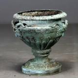 Stor krukke af grønpatineret bronze