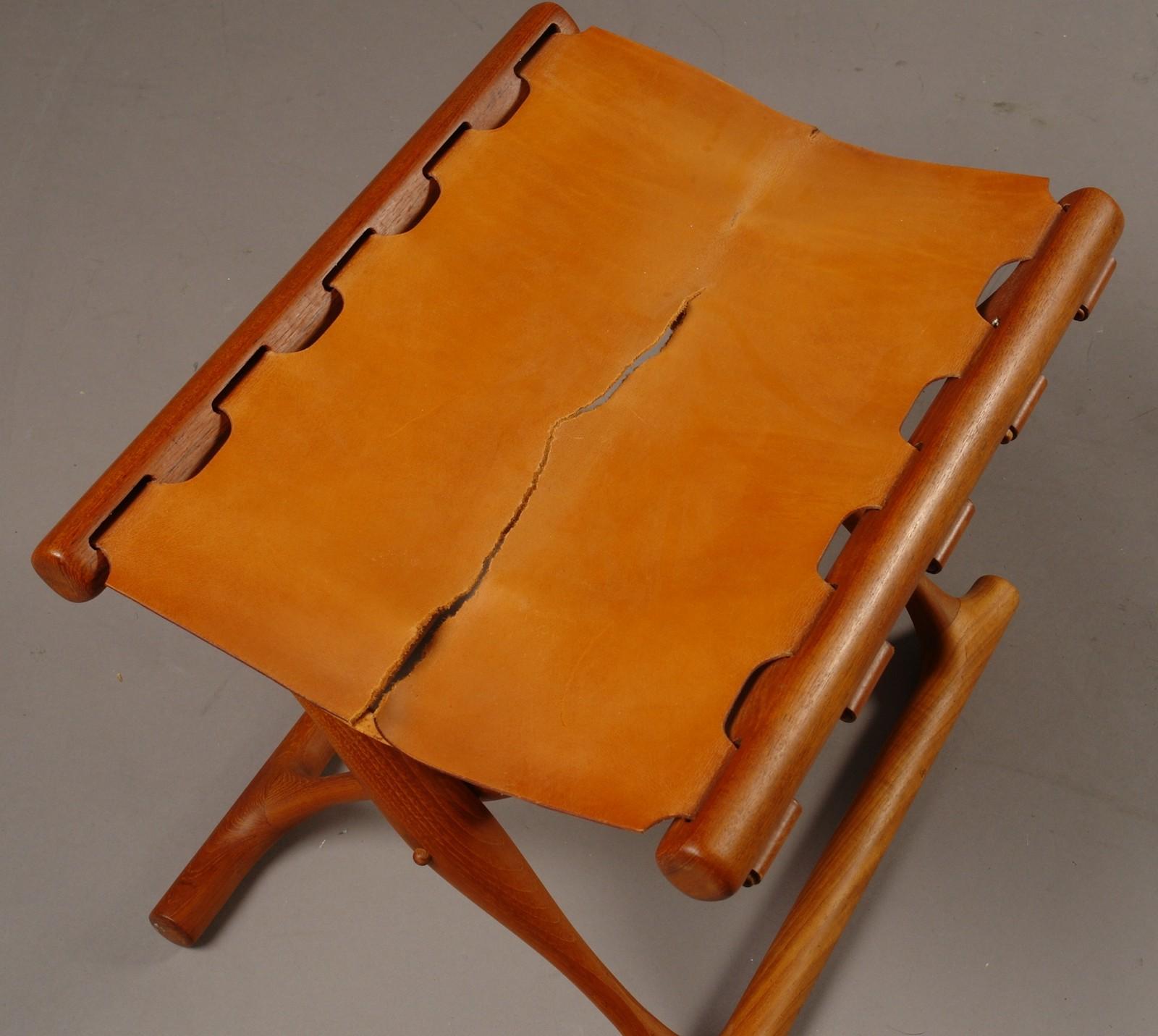 Poul Hundevad. Guldhøj stol, model PH 41 |
