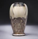 Bing & Grøndahl samt Boin-Tabueret. Vase af porcelæn med fransk art nouveau sølvmontering, ca. 1890'erne