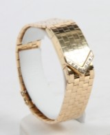 Omega De Ville ladies watch, gold with diamonds, and accompanying diamond ring, 60 g (2)