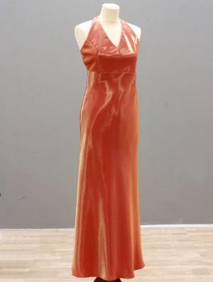 30f20f6c7a4 Slutpris för Aftonklänning med tillhörande sjal. Dynasty