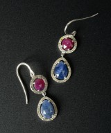 Ear hangers in 18 kt white gold with rubies, sappires and brilliant cut diamonds (2)