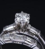 Et sæt på to vintage diamantringe af platin, i alt ca. 1.20 ct (2)