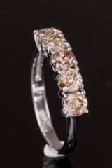 Ring, 14 kt guld med 1.81 ct brillanter