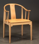 Hans J. Wegner. Armchair 'The China Chair' in ash, model FH 4283 as well as extra seat cushion (2)
