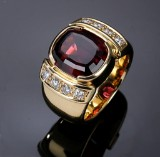 Krebs & Hyllested. 18 kt. gold ring with rhodolite and diamonds, 0.80 ct., c. 2010