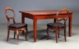 Skrivebord og to stole, mahogni (3)