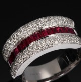 Ruby and brilliant-cut diamond ring, 18 kt. white gold, approx. 10 g.